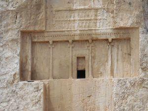 Nécropole royale de Naqsh e Rostam. Tombeaux de Darius et de ses 3 successeurs-