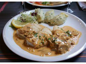 Mon repas : tartine apéritf et cabillaud sauce champignons/purée ciboulette. Beffroi