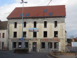 C'est combien le soutien de la ville de Paray et du Conseil Régional ?  Si on regarde l'illustration du panneau  et la photo du centre représentant l'arrière du bâtiment, il manquerait le bâtiment transversal de gauche !