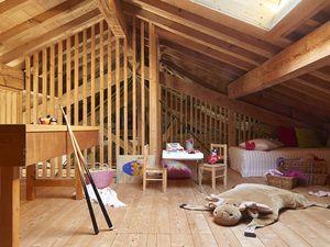 Une vaste maison de famille dans une ancienne scierie