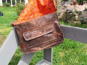 Extérieur : simili cuir / Intérieur : Tissu Petit Pan