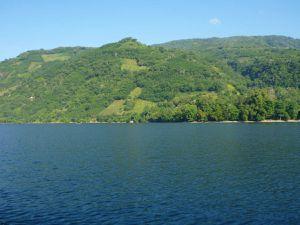 La petite île d'Alor (Alor kecil) vue du golfe de la perle