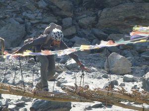 Traversée de la rivière Tsarap à Anmu