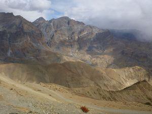 La montée et le col de Hanuma