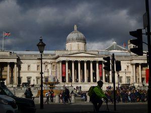 Regent Street, Trafalgar Square, Whitehall et son cénotaphe à la mémoire des victimes de la Grande Guerre