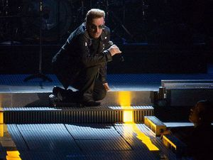 U2 AccorHotels Arena-Paris (2) 11/11/2015