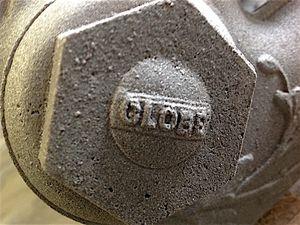 """Les radiateurs """"Globe"""" de la maison PIAT & Cie dans les années 1910 , fonte de haute qualité des fonderies et ateliers de constructions usine la Magdeleine à SOISSONS, radiateurs très lourds masse de fonte importante en comparaison a d'autres radiateurs des mêmes années , radiateur sans égal sans pareil haut de gamme de l'époque , radiateur de collection devenu rare ."""