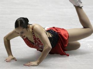 Patinage artistique: chute de la canadienne Jessica Dubé
