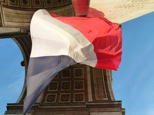 DAVID CASANOVA A réalisé son rêve ... Déposer une gerbe à l'arc de triomphe à PARIS