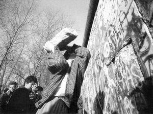 1989, Chute du mur à Berlin , Raymond Depardon.