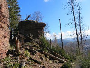 Rochers et vues au sommet de la Tête de la Gorge aux Sangliers