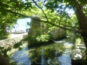 Isle sur la Sorgue, Canal du Moulin vert, L'eau, le vert et la pierre du Vieux Moulin, Cl. Elisabeth Poulain