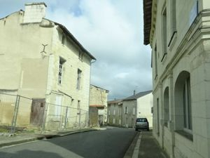 Beauté de la France n°2, Loudun, Vieille ville haute, Murs de Falun, Cl. Elisabeth Poulain