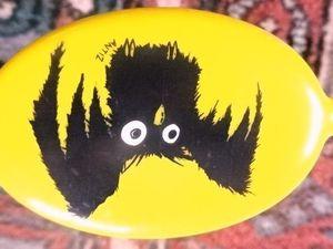 Porte-Monnaie Hibou noir aux yeux blanc sur fond jaune, signé Antis, Cl. Elisabeth Poulain