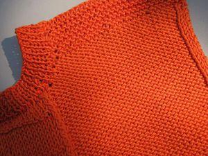 Le petit pull orange
