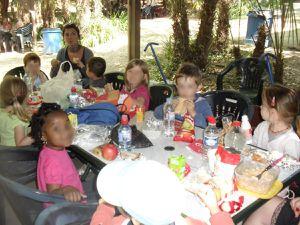 Après un bon pique-nique, les enfants ont eu la joie d''assister au spectacle des oiseaux.