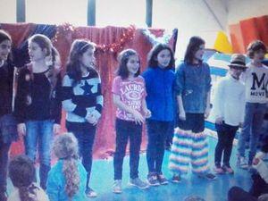 Mardi 13 décembre des enfants de Prat Foën sont venus nous présenter le spectacle qu'ils ont préparé lors des TAP.   Le premier groupe nous a présenté un spectacle de marionnettes et le second une scène d'improvisation.   Merci à eux.