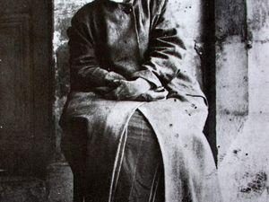 Photographies de Camille Claudel  en 1887 à Paris, déguisée, en août 1893