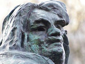 Le bronze de Balzac dans les jardins du Musée Rodin (détails du visage)