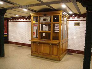 """Le métropolitain et sa station """"Place des Héros"""" """"Hösök tere"""""""