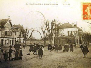 La marché de Houilles place Michelet. remarquer la maison à pan de bois, encore existante sur l'image de droite