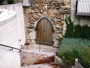 Le puits de Sainte-Geneviève, la chapelle à l'emplacement de sa maison natale