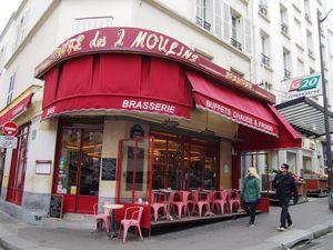 Le Studio 28 et le Café des 2 Moulins et leurs emplacements