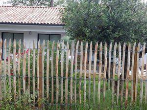 J'ai adoré la clôture en ganivelle (en chataigner du Limousin), éviter les contrefaçons...