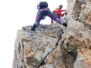 Le pas du Crapaud, si prêt du refuge qu'une chute se fini sur son toit. ( Plus facile à gauche...) Marcelle le guide suisse à l'assurance.