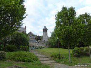 Bivouac sur la place du village de Mont-Dol