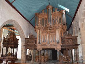 Des orgues finement sculptés...