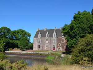 Le château de Comper (centre arthurien) et le lac de Viviane