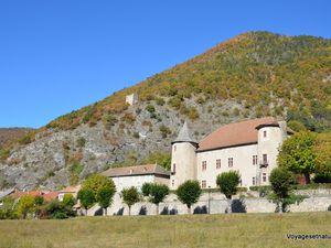 Village, château et chapelle de Montmaur