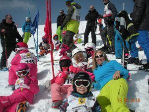 """Les """"Flocons"""" et """"Oursons"""" au départ du slalom."""