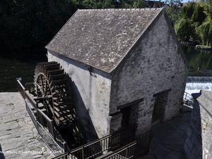 Deux anciens moulins sur le Loing.