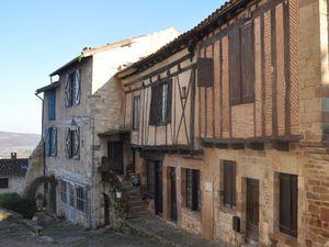 De belles maisonsvues d'en bas puis vues d'en haut !  (clic sur les photos pour les voir en grand)