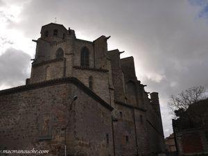 (clic pour agrandir) Église du XIIè siècle, érigée en collégiale au XIVè  et  … == > …