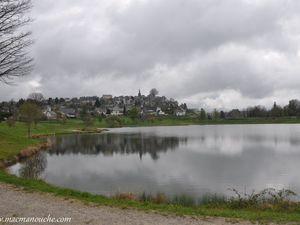… == > … avec une belle vue sur La Tour d'Auvergne.   (clic sur les photos pour les agrandir).