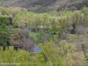 Depuis le cloître une superbe vue sur  l'Allier!     (clic sur les photos pour les agrandir).