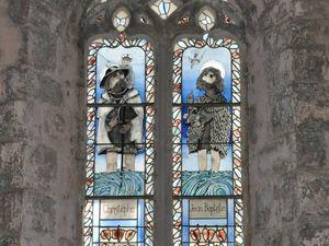 En 2005,  un artiste local, M. Baillon a été mis à contribution pour l'ensemble des vitraux.  (clic sur les photos pour les agrandir)