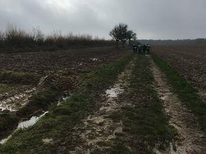 """Mon regard """"dré dans l'pentu"""" bien senti puis la boue entre les champs !"""