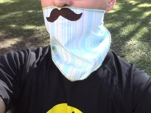 Les foulards moustaches