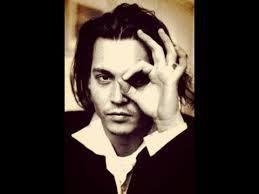 1. J.Depp le sataniste avec son pote M.Manson. 2. Depp et le 666 digital couplé à l'œil unique.