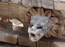 1/ Représentation de Quetzalcoatl sous sa forme de grand serpent à plumes (dragon, grand vers volant). 2/ Blason des Cortès de Monroy.