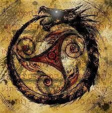 Le triskel évoque aussi le Ouroboros, ou anneau de Saturne, qui serait la porte dimensionnelle située derrière Saturne. Les âmes pourraient s'échapper de la matrice par cette porte, je la suppose donc lourdement gardée par l'élite des troupes de l'Adversaire dans les 2 mondes (Éther et matériel, si tant est que l'espace existe bel et bien...).