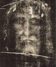 Tel Jésus Christ, le héros de True Detective saison 1 est planté dans le coté droit. Il à alors la révélation du mystère de l'Univers. Cette série envoi du très lourd en matière de symbolique, la saison 2 également...