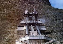 La montagne du pouvoir est le lieux de l'initiation sacré de Conan, comme la montagne du destin de Tolkien et de son Seigneur des Anneaux est celle de Frodon.