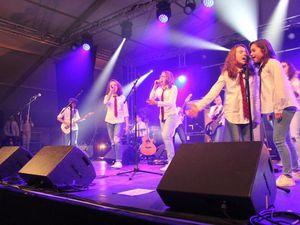 Vendredi 24 mars: Concert la Caravane passe et les Collégiens de School of Rock.