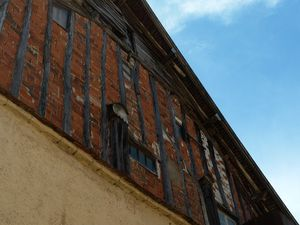 Le petit bourg de Donzy et son musée du moulin, mignon et fort bien présenté. A l'intérieur toute la mécanique du moulin à farines et des anciens sacs réparés sur place.