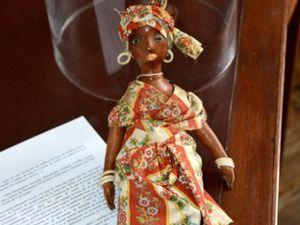 Souvenirs des Isles : oratoire de la famille de planteurs Delisle/Duverger (Oriente, Cuba) et poupée créole de la caféterie de Brondeau d'Uretières au quartier du Rochelois (Saint-Domingue/Haïti)